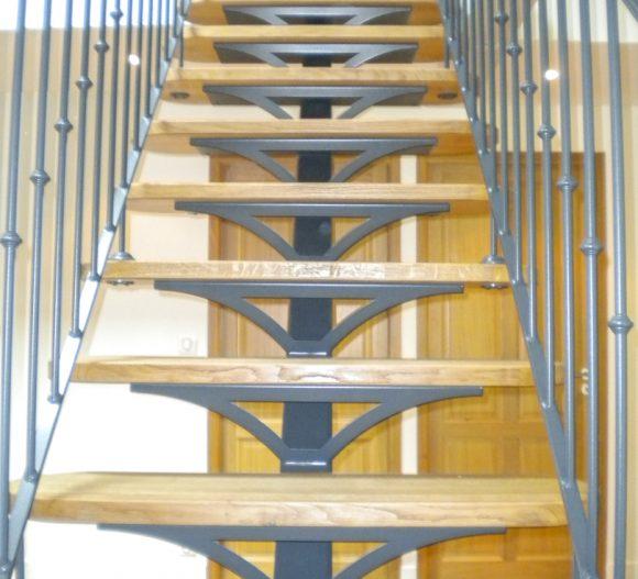 photo-realisation-escalier-bois-alu-garrat-menuiserie-escalier-sur-mesure-poitiers